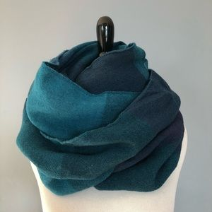 🔥 Vintage Shades of Blue Infinity Scarf